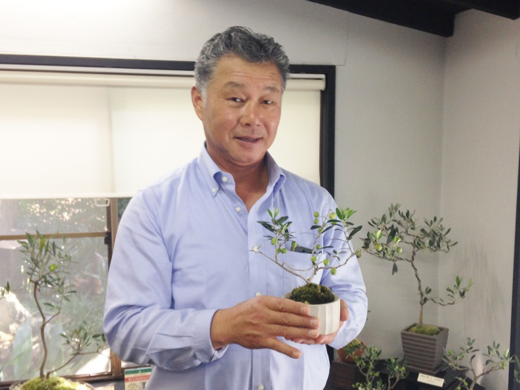 カジムラファームさんの梶村社長とDNAアルベキナの盆栽